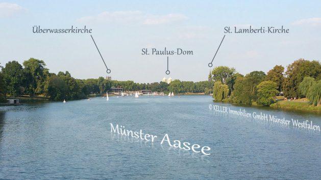Dies ist ein Foto der KELLER Immobilien GmbH und zeigt den Aasee sowie die Überwasserkirche, den St. Paulus-Dom als auch die St. Lamberti-Kirche in Münster Westfalen.